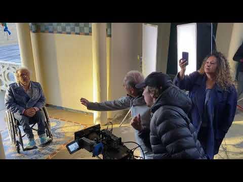 Frédéric Zeitoun en tournage sur les planches de Deauville